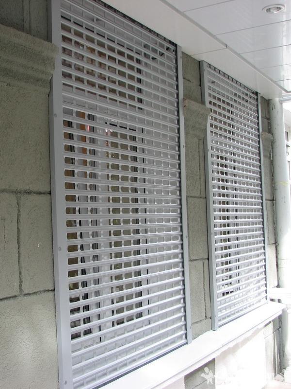 Роллетная решетка для окна